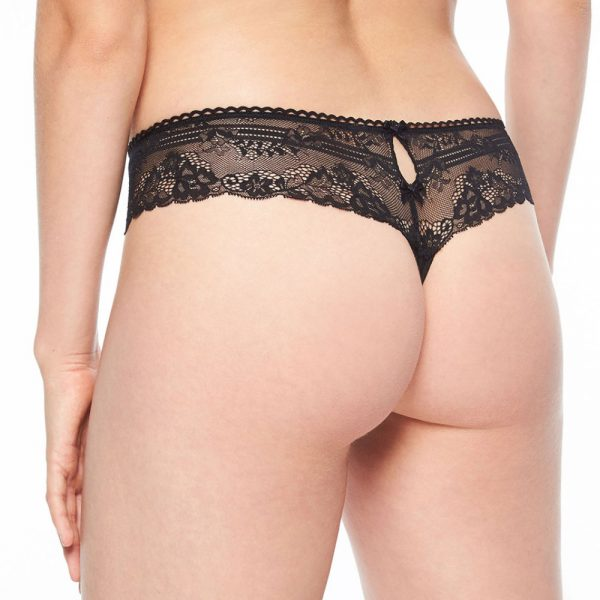 Luxurious classic black lace panty by Passionata
