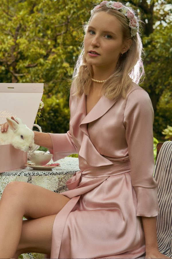 Feminine dressing gown made of silky material in rosé