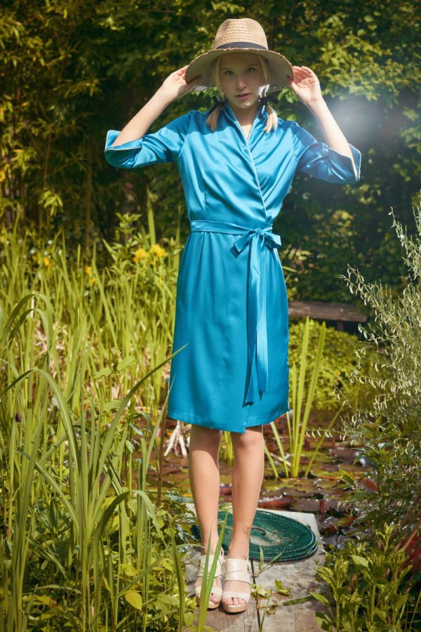 Exclusive dressing gown in turquoise satin